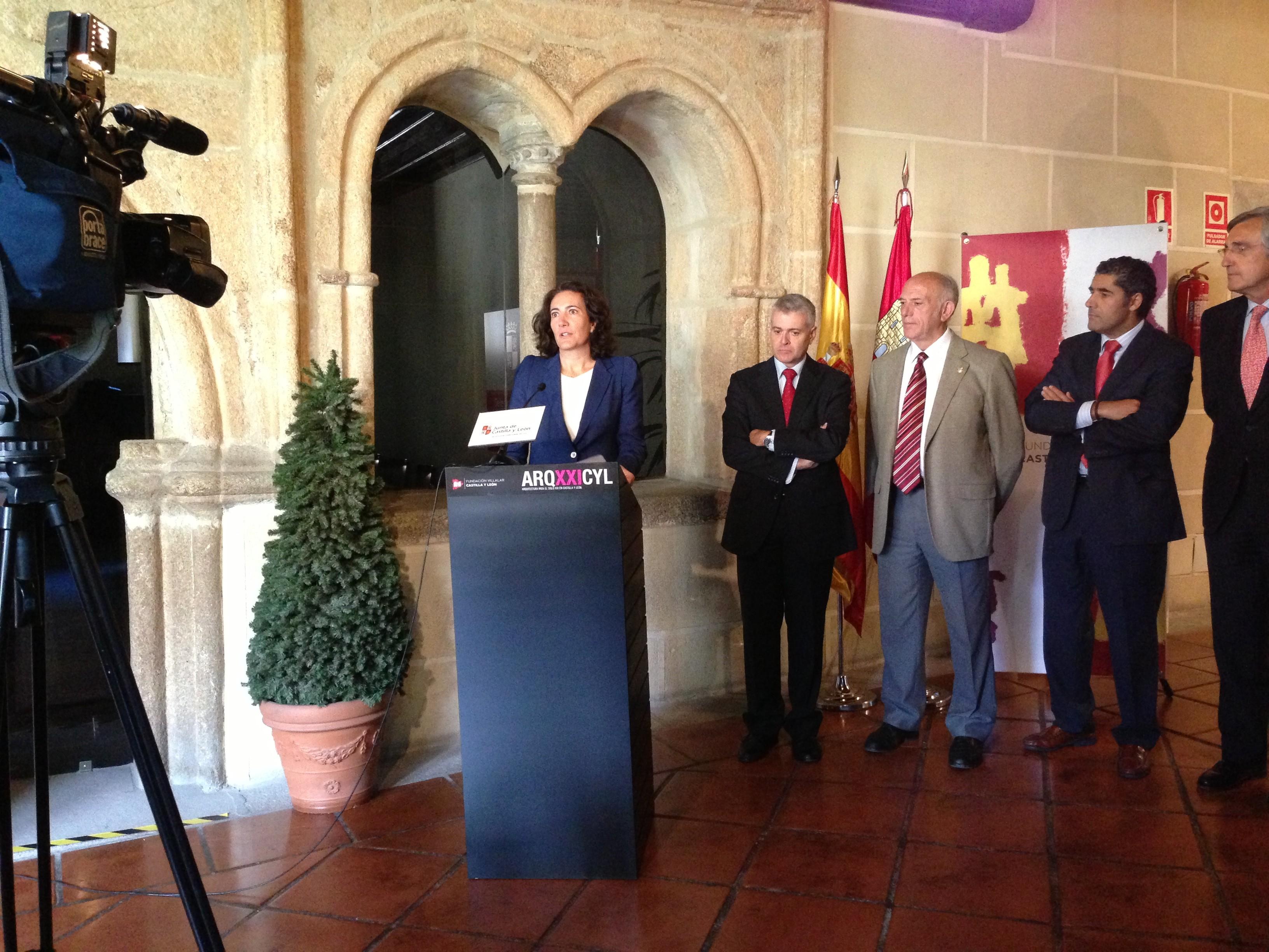 La exposición itinerante «ARQXXICYL» de la Fundación Villalar-Castilla y León arrancó en Ávila.